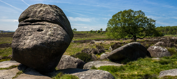 A boulder perched on Rocks in the Peak District